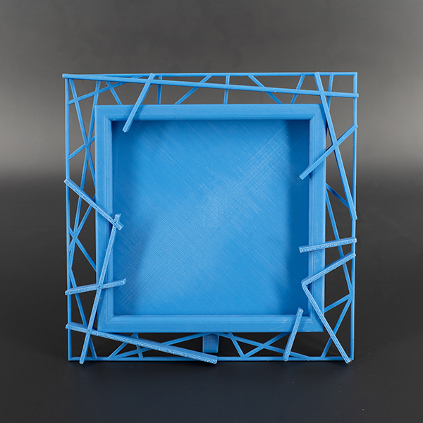Cornice blu motivo geometrico